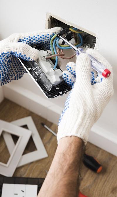 https://trubostoyka.net/wp-content/uploads/2021/01/electrician-s-hand-installing-power-socket-home.jpg